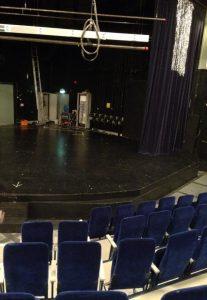 På denna scenen kommer det hända grejer!